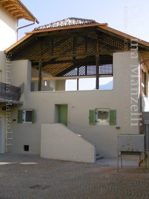 Casa indipendente in vendita appiano sulla strada del vino for Piani di casa con guest house indipendente